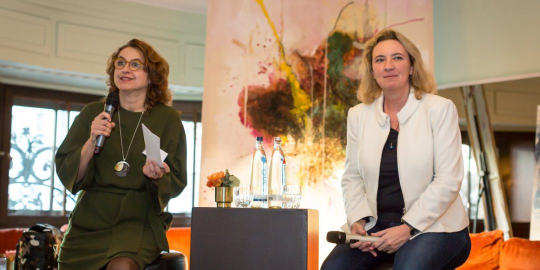 Petra Göckel leitet Podiumsdiskussion mit Frau Staatsministerin Schreyer